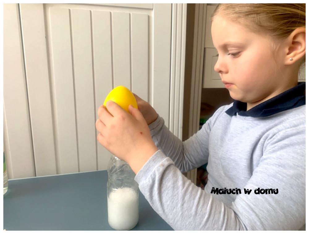 Eksperyment z balonem: balon, który dmucha się sam