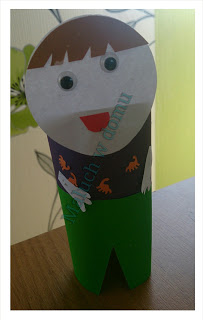 Dzieci świata z rolek papieru