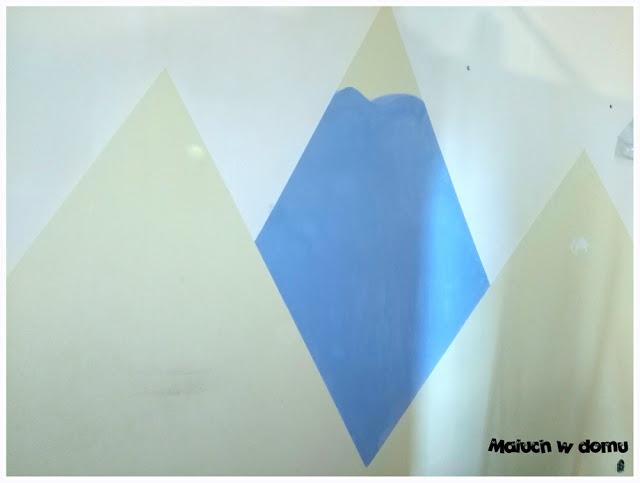 Jak namalować góry w pokoju dziecka przy użyciu taśmy malarskiej i farb