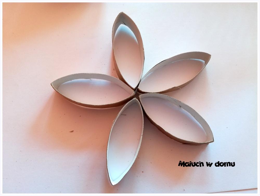Kwiaty z rolek po papierze