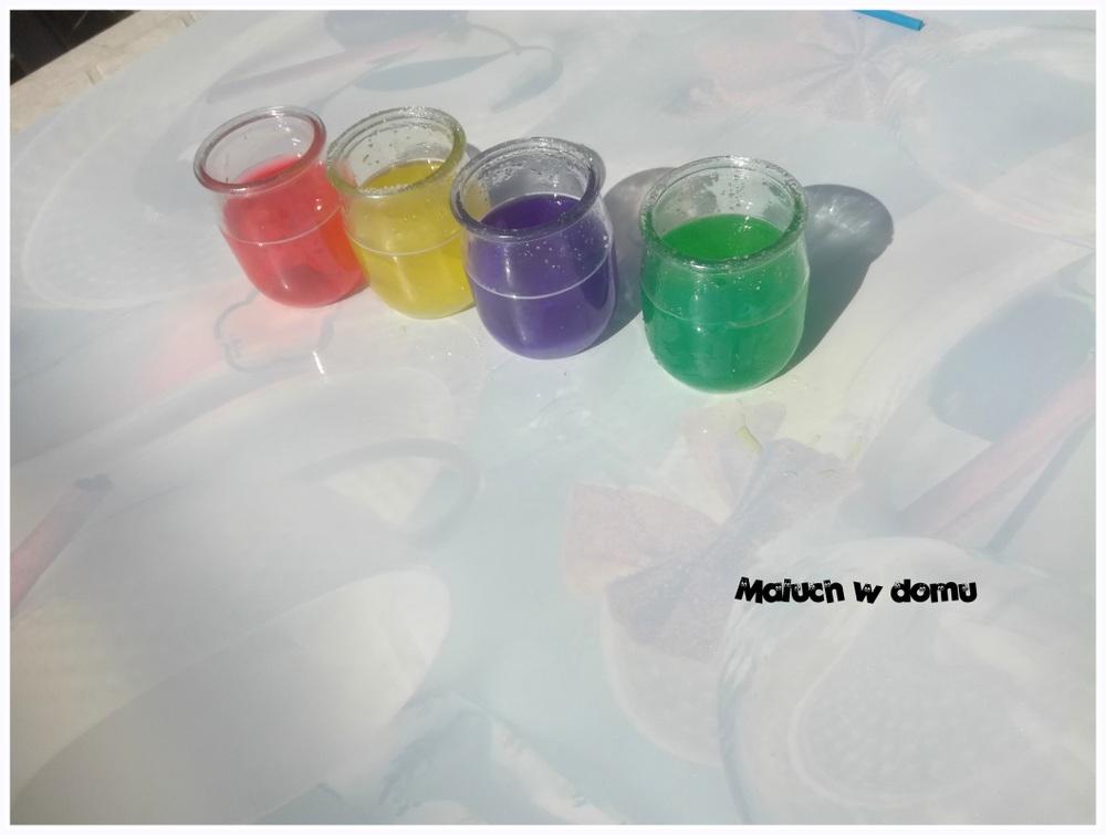 Kolorowy eksperyment z wodą