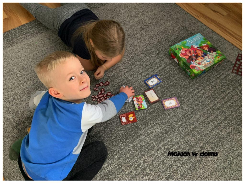 Gra słowna dla starszych i młodszych