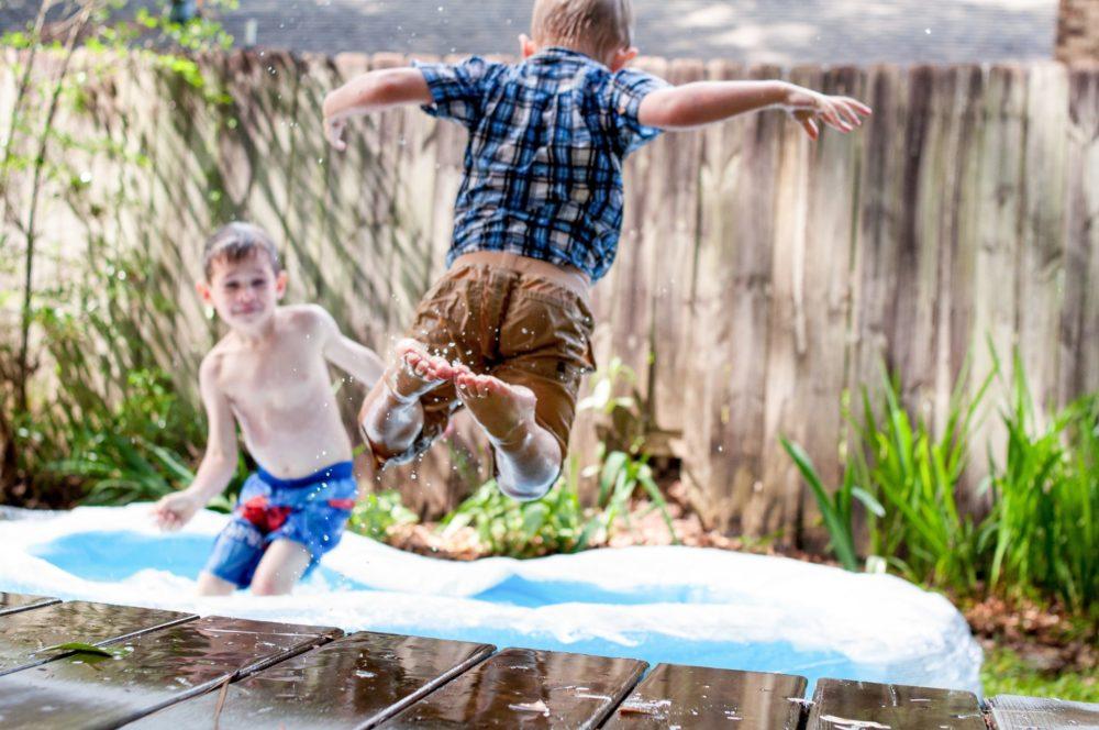 Jak zorganizować dziecku wakacje? Szukasz inspiracji? Sprawdź poniżej, co możesz zrobić dla swojej pociechy, by zapamiętała dane wakacje na długo!